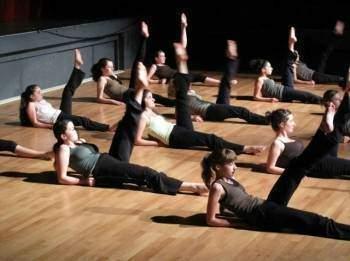 Jeux-de-jambes-assouplissement-des-articulations-et-exercices-musculaires